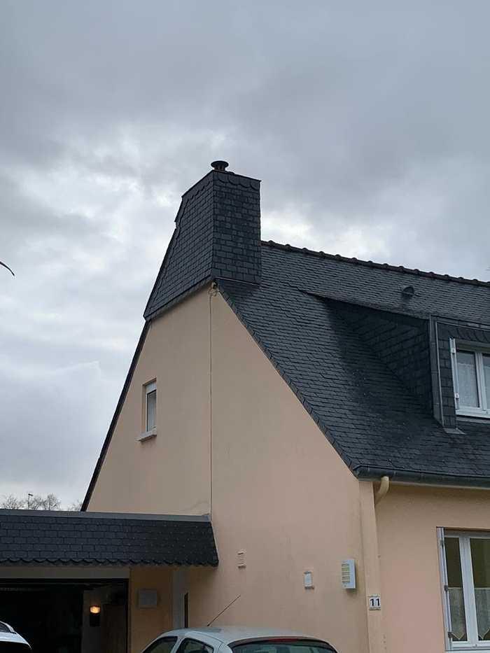 Pose d''un bardage de cheminée en ardoise naturelle- St-Julien- 22 0